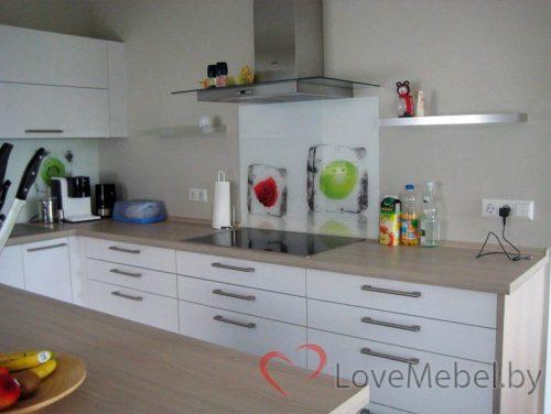 Белая кухня с островом из ЛДСП Egger Онда (3)