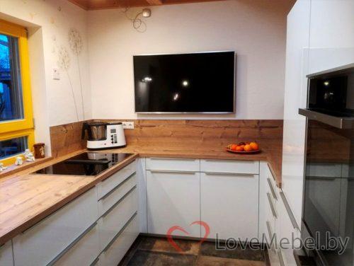П-образная кухня под окно из акрила Амьева (1)