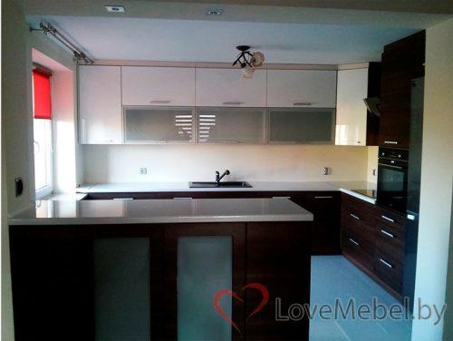 Угловая кухня до потолка с островом Думбриа (1)