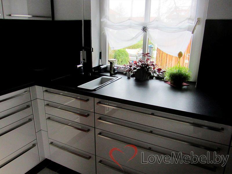 Кухня из глянцевого пластика с длинными ручками Паламос (3)