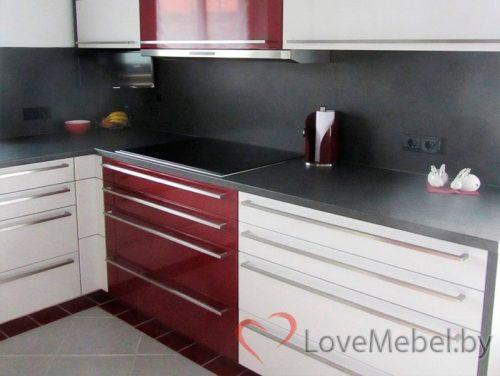 Кухня из глянцевого пластика с длинными ручками Паламос (6)