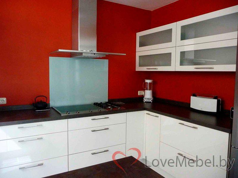 Угловая глянцевая кухня из крашенного МДФ Фермоселье (3)