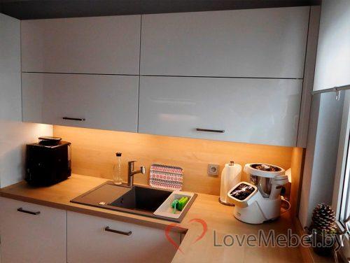 Белая п-образная кухня из пластика Корса (3)