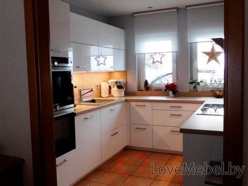 Белая п-образная кухня из пластика Корса (4)
