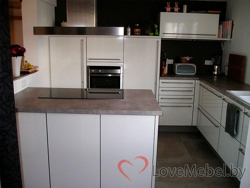 Белая глянцевая кухня из пластика Отура (2)