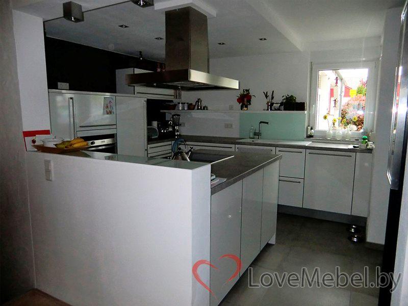 Белая глянцевая кухня из пластика Отура (3)