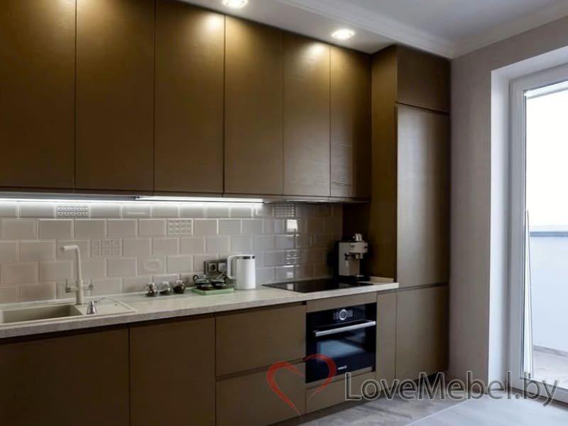 Кухня с распашными фасадами до потолка Арта (3)