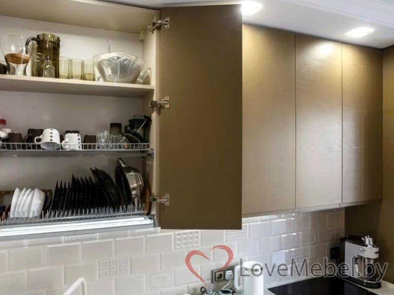 Кухня с распашными фасадами до потолка Арта (5)