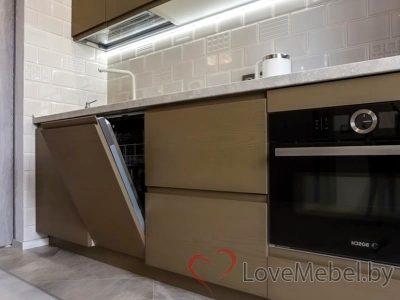 Кухня с распашными фасадами до потолка Арта (6)
