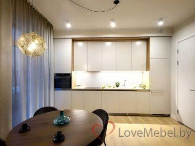 Кухня до потолка с двумя пеналами Бривьеска (1)