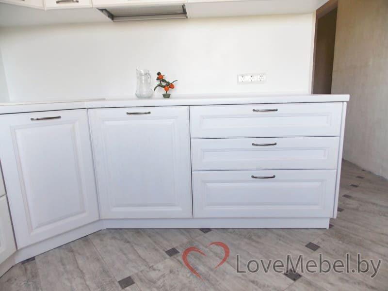 Белая кухня из массива дуба (3)
