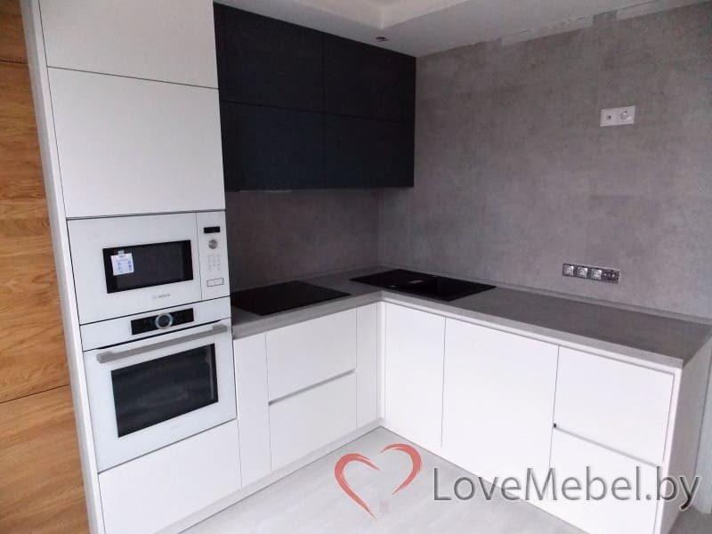 Кухня из феникса с встроенным холодильником (2)